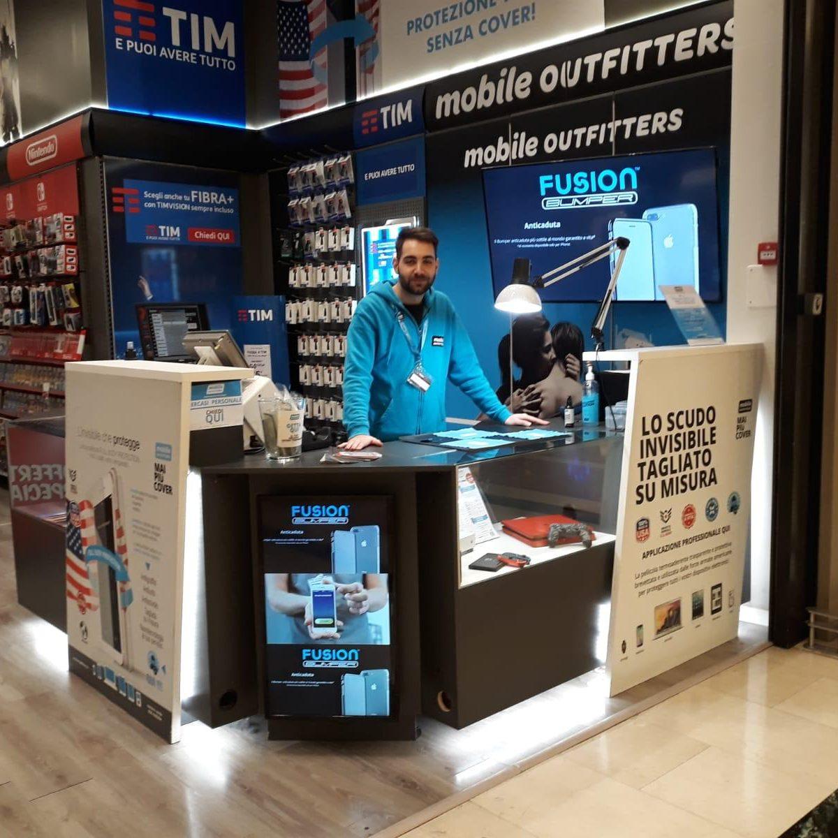 Centro commerciale roma est mobile outfitters italia for Centro convenienza arredi roma est